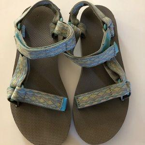 Teva sandals sz 8 new